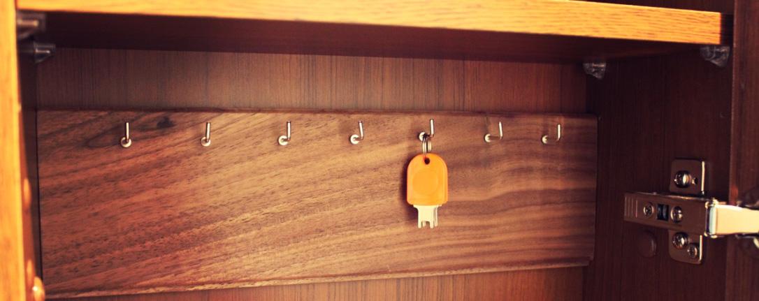 【床材でDIY】簡単キーフック IN ニッチ